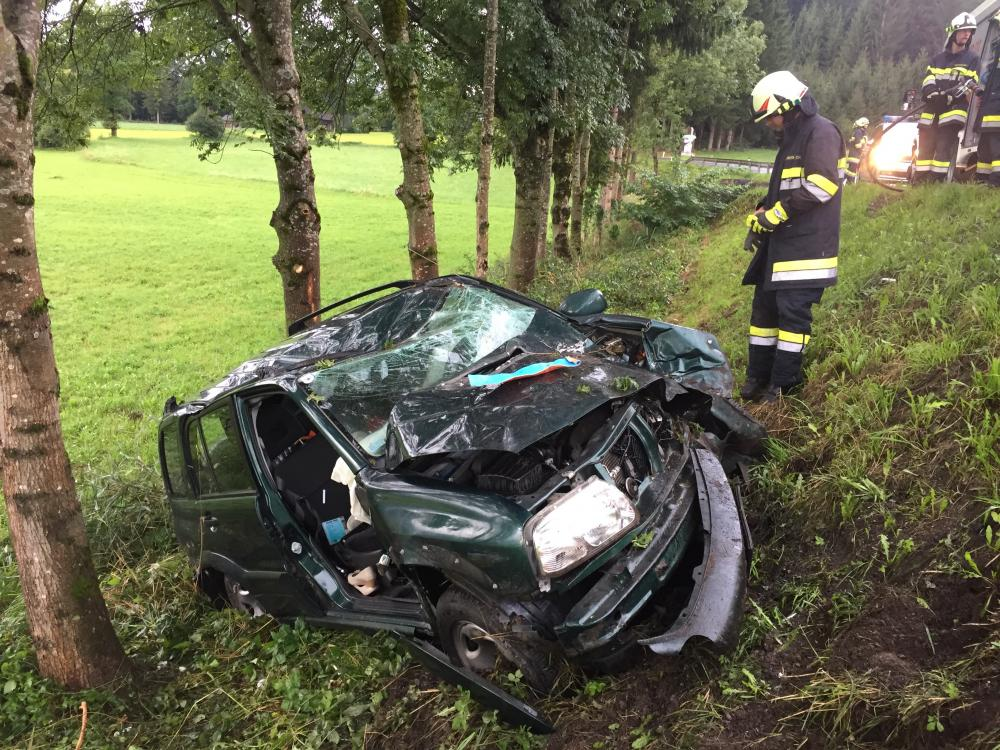 Schwerer Verkehrsunfall in Hauzendorf