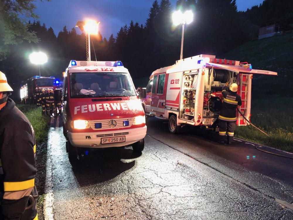 Schwerer Verkehrsunfall B-100